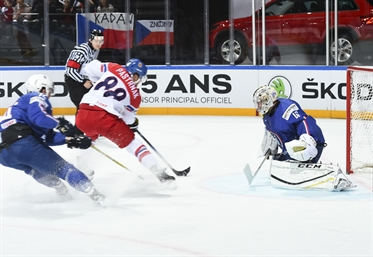 Czechs beat hosts, 5-2