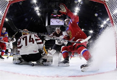 Russia rolls to 5-0 win